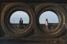 Use the architecture to your advantage. | 41 Romantic Ideas To Elevate Your Engagement Pictures
