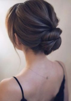 25 Chic Low Bun Hairstyles For Every Bride Here are 25 chic low bun hairstyles. - 25 Chic Low Bun Hairstyles For Every Bride Here are 25 chic low bun hairstyles for every bride; Classic Wedding Hair, Wedding Hair Side, Romantic Wedding Hair, Vintage Wedding Hair, Wedding Updo, Prom Updo, Wedding Night, Prom Hair, Elegant Wedding