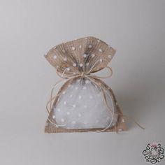 Μπομπονιέρα γάμου πουγκί με λινάτσα και δαντέλα