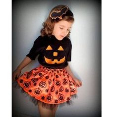 this has such a vintage look. Halloween Tags, Scary Halloween Decorations, Family Halloween Costumes, Halloween Trick Or Treat, Halloween 2018, Halloween Party, Halloween Meninas, Halloween Infantil, Baby Costumes