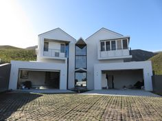GLASSMEN HERMANUS | HOUSE SMUTS Architect: Andrew Greeff Architects Builder: Sandveld Bouers