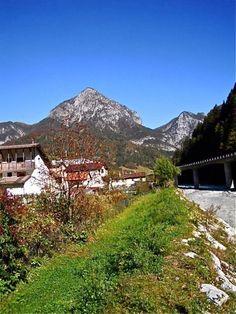 Pontebba, Italy #peacelovewanderlust Hockey Teams, Mount Rainier, Peace And Love, Wanderlust, Mountains, Nature, Travel, Italia, Naturaleza