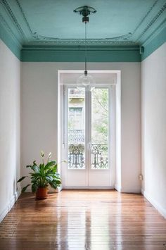 Cozy Apartment Decor, Apartment Renovation, White Studio Apartment, Apartment Design, Blue Wall Colors, Colored Ceiling, Ceiling Color, Ceiling Design, Paint Ceiling