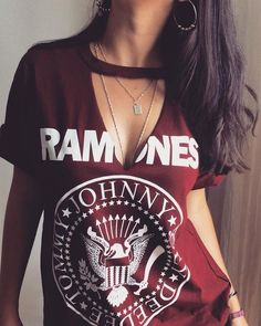 Trendy diy clothes punk rock shirts ideas - Trendy diy clothes punk rock shirts ideas The Effective Pictures We Offer You About diy ropa - Rock Shirts, Zerschnittene Shirts, Diy Cut Shirts, Ripped Shirts, T Shirt Diy, Diy Tshirt Ideas, Cutting Shirts, Diy Ideas, Ripped Jeans