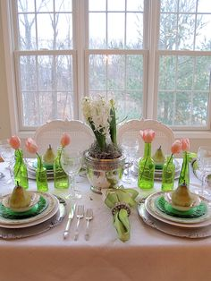 St. Patrick's Day Tablescape | Using perky green and spring flowers for an early spring holiday celebration | #Designthusiasm