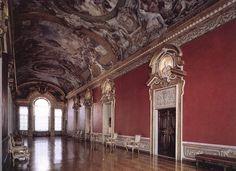La Galleria di Palazzo Pamphilj progettata dal Borromini e affrescata da Pietro da Cortona.