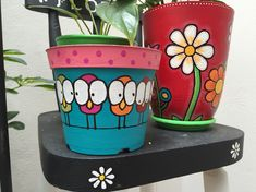 New patio plants people Ideas Flower Pot Art, Flower Pot Design, Flower Pot Crafts, Clay Pot Crafts, Diy And Crafts, Pottery Painting, Ceramic Painting, Diy Painting, Garden Crafts