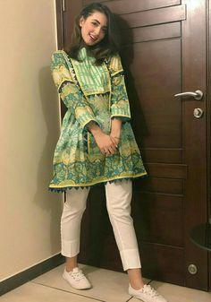 New Image : Pakistani fashion casual Simple Pakistani Dresses, Pakistani Fashion Casual, Pakistani Wedding Outfits, Pakistani Dress Design, Indian Fashion, Kurti Pakistani, Kurti Designs Pakistani, Pakistani Clothes Casual, Pakistani Bridal