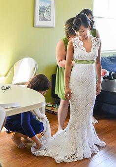 """Hochzeitskleid häkeln: Diese Braut macht es vor - """"Wer heiratet, kann sich ein Brautkleid kaufen oder sich ein Hochzeitskleid häkeln - so wie diese Braut aus Seattle es auf dem Weg zur Arbeit gemacht hat."""""""