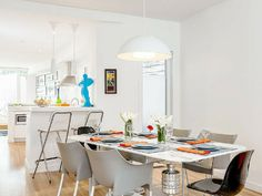 Great dining and kitchen in this Toronto family friendly vacation rental. All the gear for babies and toddlers!