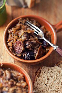Bigos. Sauerkraut, kiełbasa (sausage) and meat stew. Traditional Polish dish.  You will need to use Google Translate