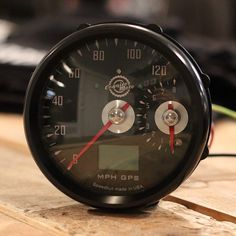 """""""Large MPH and small tach. Reverse of the last one posted. #CognitoMoto #CafeRacer"""""""