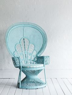 This wicker furniture is gorgeous... would love LOTS of this furniture recreated by someone in Senegal. Hum...