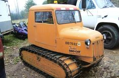 High Quality Used Tucker SnoCat Implements for snow grooming, search and rescue and over the snow travel, Refurbished Newer Sno-Cat machines and Sno Cat tools Vintage Tractors, Old Tractors, Antique Tractors, Cool Trucks, Fire Trucks, Snow Removal Machine, Snow Toys, Snow Vehicles, Hors Route