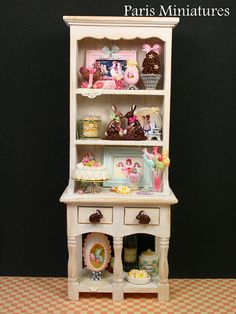 Oh my wow!  Gorgeous miniature easter hutch.