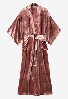 This sumptuous long gown with traditional kimono sleeves is a luxe nightwear choice. In a fluid silk and viscose velvet, this is cosy and stylish in equal measure! Mode Gipsy, Traditioneller Kimono, Kimono Jacket, Mode Abaya, Traditional Kimono, Look Boho, Mein Style, Lingerie, Mode Outfits