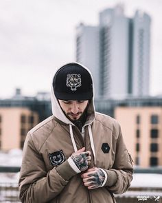 Distorted People Streetstyle : Patch Bomber Jacket, Classic Hoodie and our Tiger Snapback Cap