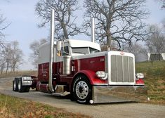 Custom Peterbilt 389 model. Very clean and sharp look.