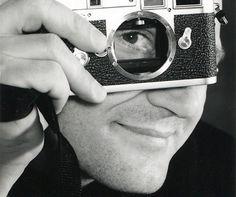 Theaterfotograaf Reyn van Koolwijk, geboren in 1956, is gestorven op 1 april 2016 aan een ongeneeslijke ziekte. Hij werkte bijna 30 jaar lang voor alle grote theatergroepen van Nederland.