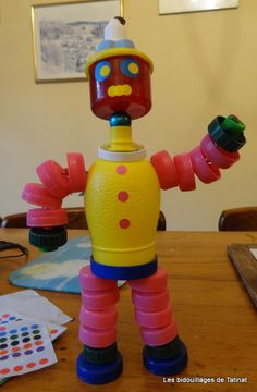 robot made out of recycled materials * robot made out of recycled materials Bottle Top Crafts, Plastic Bottle Crafts, Recycled Robot, Recycled Crafts, Recycled Materials, Bottle Cap Art, Pet Bottle, Family Crafts, Christmas Crafts For Kids