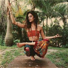 Yoga Supplies – Find Out Why Yoga Supplies It All bohemian boho style hippy hippie chic bohème vibe gypsy fashion indie folk dress Hippie Chic, Hippie Style, Hippie Elegante, Hippie Vibes, Bohemian Mode, Gypsy Style, Hippie Man, Boho Chic, Boho Style