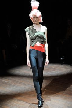 Comme des Garçons Spring 2010 Ready-to-Wear Fashion Show - Alice Gibb