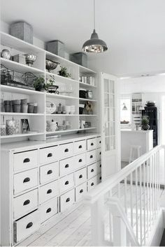 SHELF :: I love this monochrome look & the display of kick knacks.