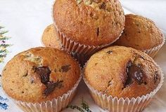 Τα Κεκάκια Μήλου είναι πολύ ελαφρύ γλυκό και μπορούμε να τα τρώμε για πρωινό δεν είναι πολλή γλυκά και επίσης είναι ελαφριά. Greek Sweets, Greek Desserts, Greek Recipes, Mini Cakes, Cupcake Cakes, Cupcakes, Cyprus Food, Mumbai Street Food, Cookie Frosting