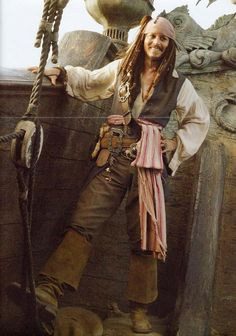 This is a great pic of Johnny Depp as Jack Sparrow..... :) ♥