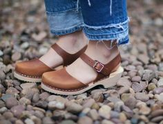 Lotta From Stockholm Womens Low Heel Closed Toe Clogs in Brown Oiled Nubuck - Size 39