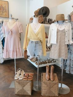 Lauren Nicole drops new arrivals daily in stores and every Tuesday and Thursday online! Clothing Store Interior, Clothing Store Design, Clothing Boutique Interior, Korean Girl Fashion, Cute Fashion, Fashion Outfits, Really Cute Outfits, Cute Girl Outfits, Snow White Outfits