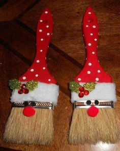 Paint Brush Santa Ornaments - Tutorial / Live Healthy with Patty. *Use small brushes to make gift tags.print PAINT BRUSH SANTA ORNAMENTS You could even add your child's name in glitter on the brush too! Christmas Ornament Crafts, Santa Ornaments, Noel Christmas, Holiday Crafts, Ornaments Ideas, Christmas Design, Simple Christmas Crafts, Easy To Make Christmas Ornaments, Christmas Crafts For Kids To Make At School