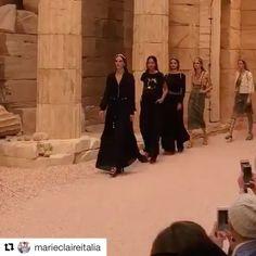 "Карл Лагерфельд представил круизную коллекцию Chanel под названием ""Современность Античности"" (Modernité de lAntiquité) в Париже.  #CHANELCruise #chanel #collection #fashion #karllagerfeld #paris #Repost @marieclaireitalia with @repostapp   #Chanel #ChanelCruise #ChanelCruise2018 #MCSfilate #RunwayLook #KarlLagerfeld #GrandPalais  @chi_ni_c  via MARIE CLAIRE UKRAINE MAGAZINE OFFICIAL INSTAGRAM -Celebrity  Fashion  Haute Couture  Advertising  Culture  Beauty  Editorial Photography  Magazine…"