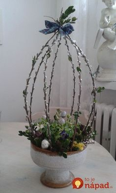Love the idea of shaping pussy willow branches into topiary form! Easter Flower Arrangements, Easter Flowers, Spring Flowers, Floral Arrangements, Oster Dekor, Deco Floral, Deco Table, Easter Crafts, Flower Decorations