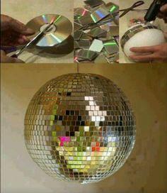 Make your own disco ball! - Wenn hier die erste Kinderdisco ansteht. ;-) Nur in etwas größer vielleicht... Alte CDs sollte ich doch besser mal sammeln.