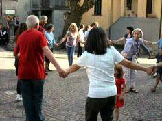 Nelle feste tradizionali delle Quattro Province e` consuetudine alternare alle danze di coppia, che aprono il ballo, una serie di danze piu` antiche dette ge...