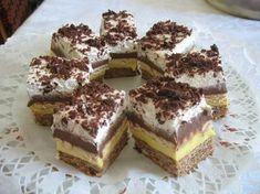 Keksztorta 5 hozzávalóból – amilyen hamar összedobható, olyan hamar el is fogy! Hungarian Desserts, Hungarian Cake, Hungarian Recipes, My Recipes, Cookie Recipes, Dessert Recipes, Yummy Food, Tasty, Cake Bars