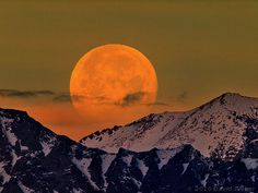 Moonset, Sierra Crest, via Flickr.