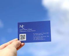 Transparente - Visitenkarten - mit farbigem Hintergrund - weisser Druck auf blauem Hintergrund  - QR Code - www.bce-online.com/de