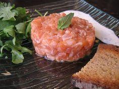 Recette de Tartare de saumon, sauce aux herbes fraîches: la recette facile