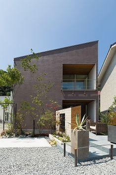 駅家町江良モデルハウス 広島で家を新築を建てるなら加度商にお任せください Gable Roof, House Roof, Concrete, Mansions, Architecture, House Styles, Building, Garden, Outdoor Decor