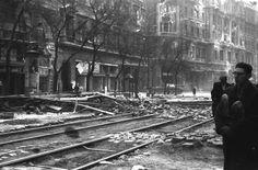 Erzsébet (Lenin) körút, háttérben a Dohány utcai kereszteződés és a New York palota. Budapest, Revolution, New York, War, Beautiful, New York City, Nyc