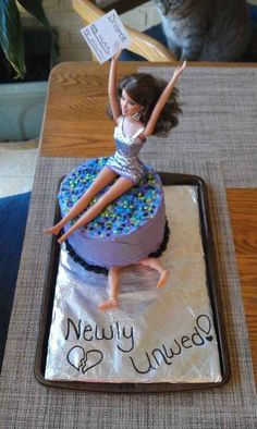 Has anybody seen Ken? | 24 Hilarious Divorce Cakes That Are Even Better Than Wedding Cakes