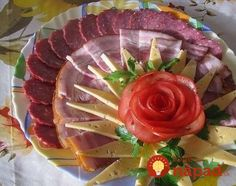 Fotografia postată de Hrana i recepti. Meat Cheese Platters, Meat Platter, Food Platters, Party Trays, Party Platters, Food Design, Plateau Charcuterie, Deco Buffet, Chef's Choice