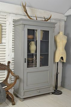 #letstrove A handsome Dutch Linen Cupboard, or display cabinet, which is the perfect size anywhere in the house! We love the contrasting colours of Farrow & Ball Plummett, with Railings inside. Finished with a light distress and dark wax to age. https://www.thetreasuretrove.co.uk/kitchen-storage/rustic-dutch-single-door-linen-cupboard #vintagefurniture #shabbychic #farrowandballplummett #railings #vintagefinds