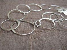 Flores y anillos hechos a mano del collar de por jewelrybymichal