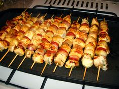 Mit eszik a magyar: Saslik, házi fűszerezéssel! Grill Party, Hungarian Recipes, Hungarian Food, Skewers, Grilling Recipes, Bacon, Bbq, Recipies, Pork