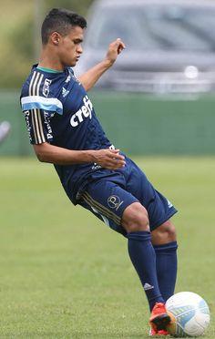 Erik ganha elogios e chama atenção nos primeiros treinos no Palmeiras #globoesporte