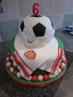 Arsenal cake maybe for myself though! Harry Birthday, Soccer Birthday, Soccer Party, 9th Birthday, Birthday Ideas, Birthday Cake, Beautiful Cakes, Amazing Cakes, Movie Cakes