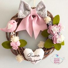 """carousel by imieiamatibijoux ( with caption : """"Ghirlanda per Pasqua 🐰 - 1489235327842701385 Wreath Crafts, Felt Crafts, Easter Crafts, Christmas Crafts, Hobbies And Crafts, Diy And Crafts, Arts And Crafts, Flower Arrangement Designs, Flower Arrangements"""